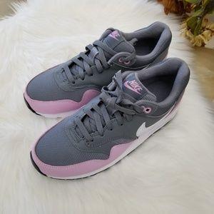 Nike Shoes - Nike Air Max 1